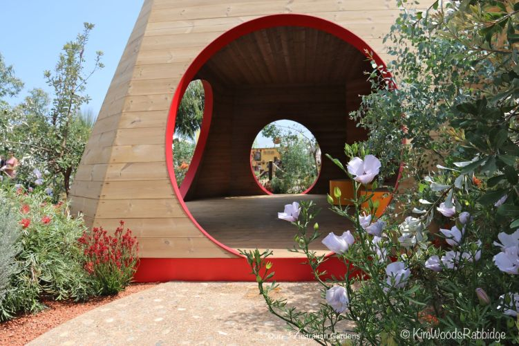 Angles and circles are playful elements in the contemporary pavilion.
